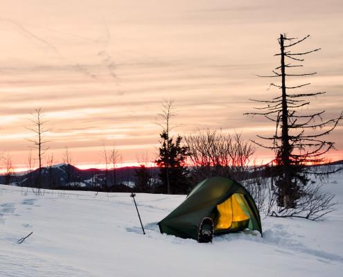 Mit Schneeschuhen und Zelt im Schwarzwald